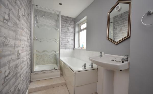 129 west road bathroom